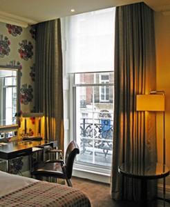 Arch-Hotel-guestroom